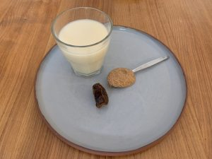 Date and Almond Smoothy